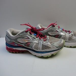 Womans Brooks Rivenna Running Shoes Size 8 Wide W
